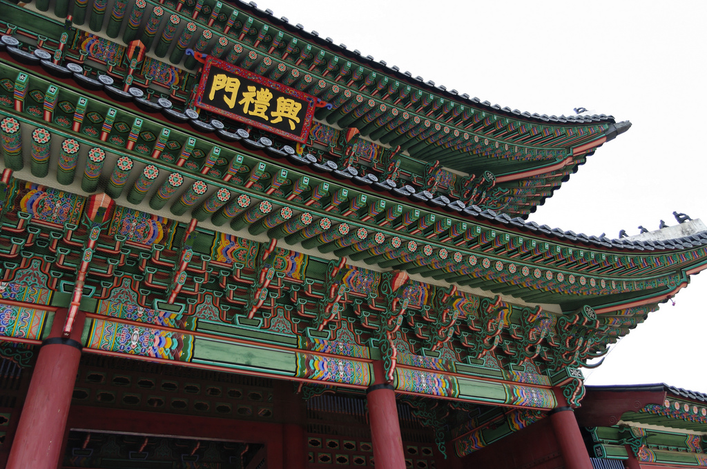Palace in Seoul, colorful designs and pillars