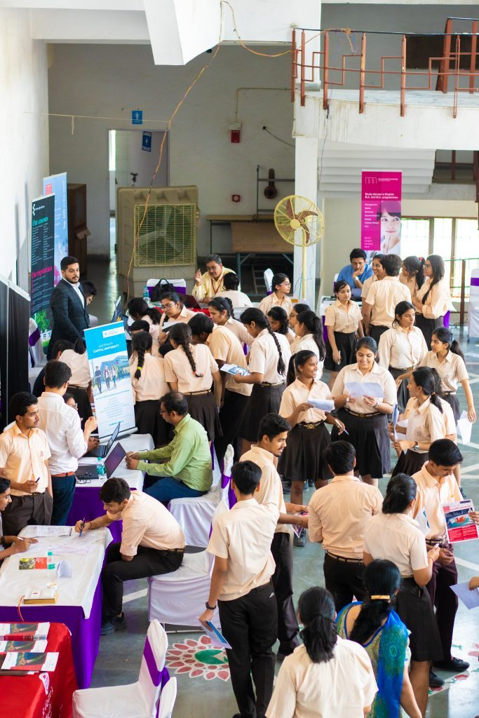 Study Fair with many students gathering