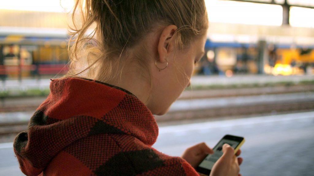 she looks on the screenphone