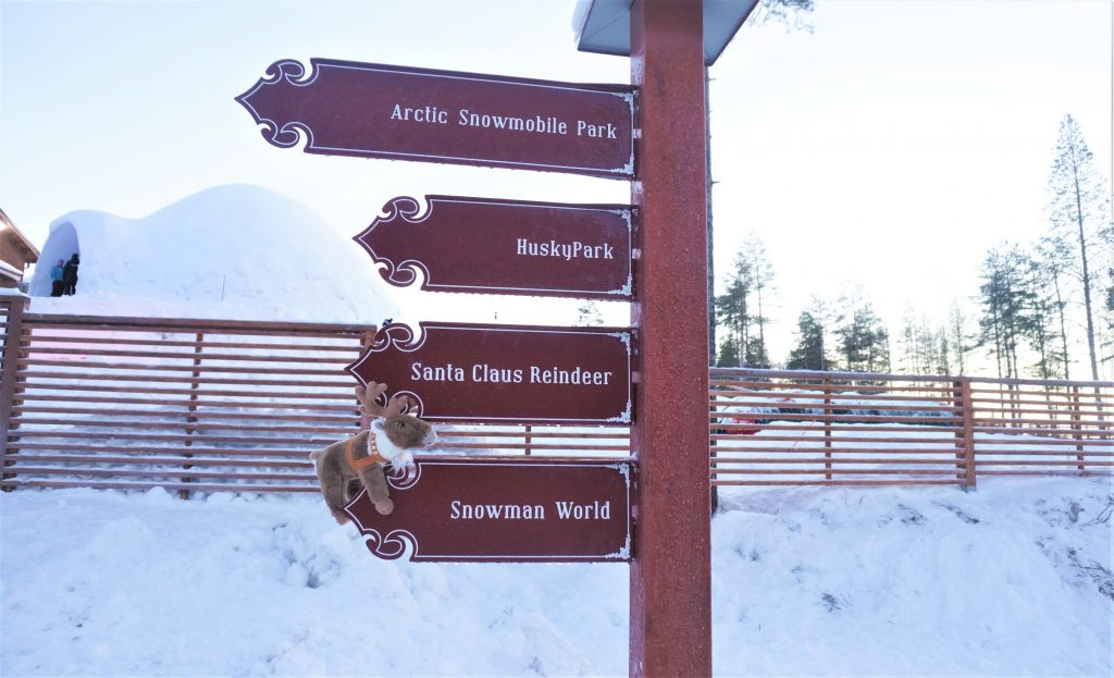 A signpost pointing to famous sights in Rovaniemi