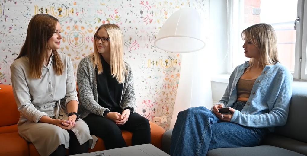 Joalin Loukamaa  with TAMK Proakatemia alumnae Marianne Purto and Mona Räsänen